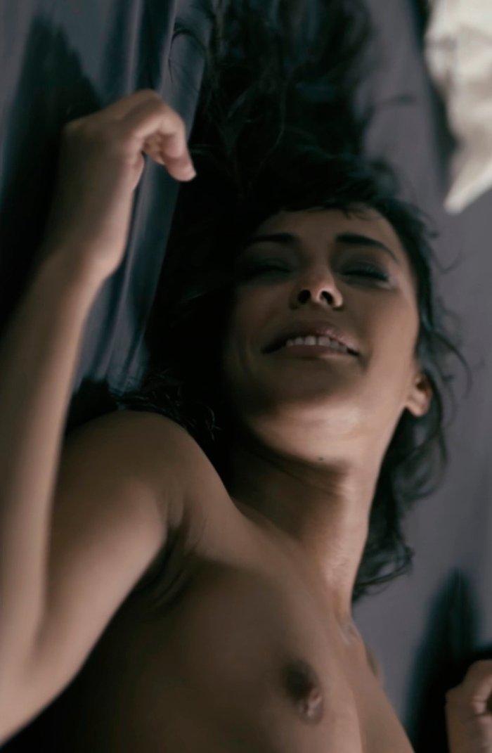 Sara Casanovas desnuda