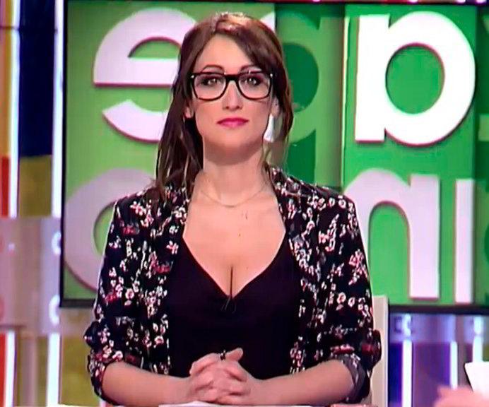 Ana Morgade fea de las gafas