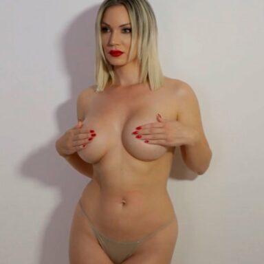 Belén Roca se desnuda para Primera Línea