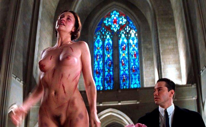 Charlize Theron desnuda en Pactar con el Diablo