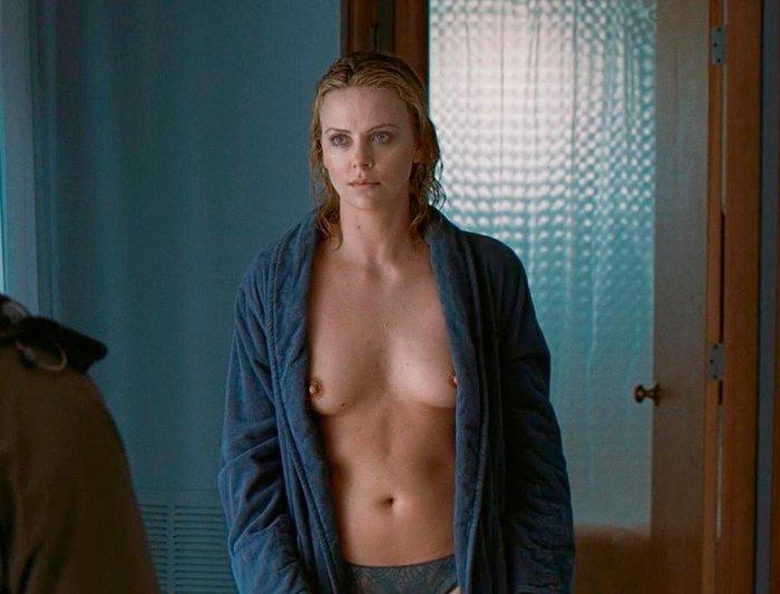 Charlize Theron enseña tetas peliculas cine desnuda