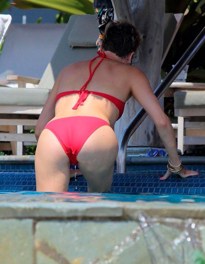 Charlize Theron espectacular culo bikini