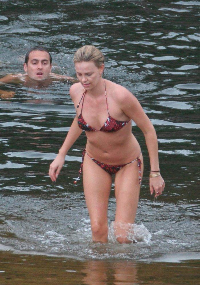 Charlize Theron fotos bikini vacaciones marido 2