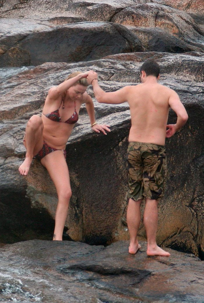 Charlize Theron fotos bikini vacaciones marido 3