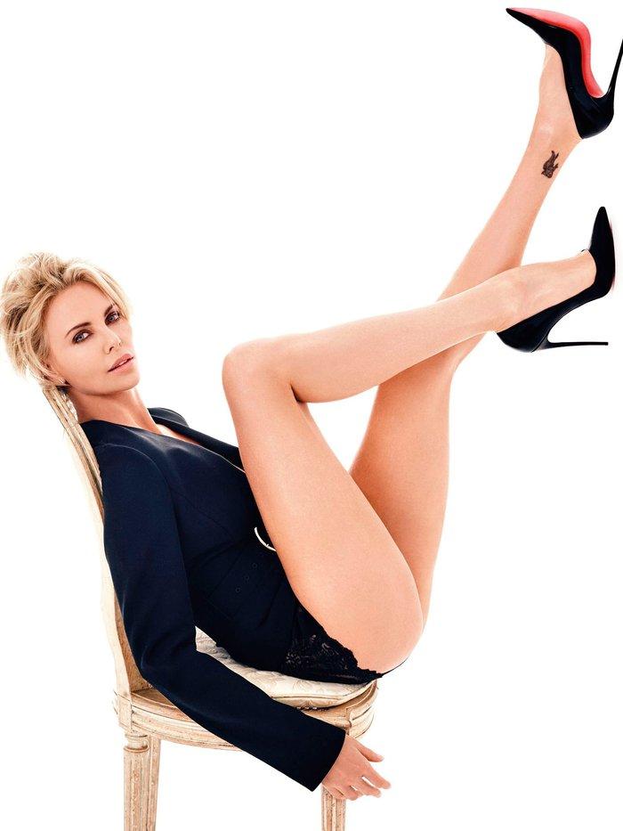 Charlize Theron posado moda lencería revista 5