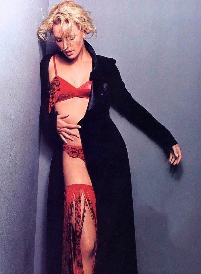 Charlize Theron posado moda lencería revista 8