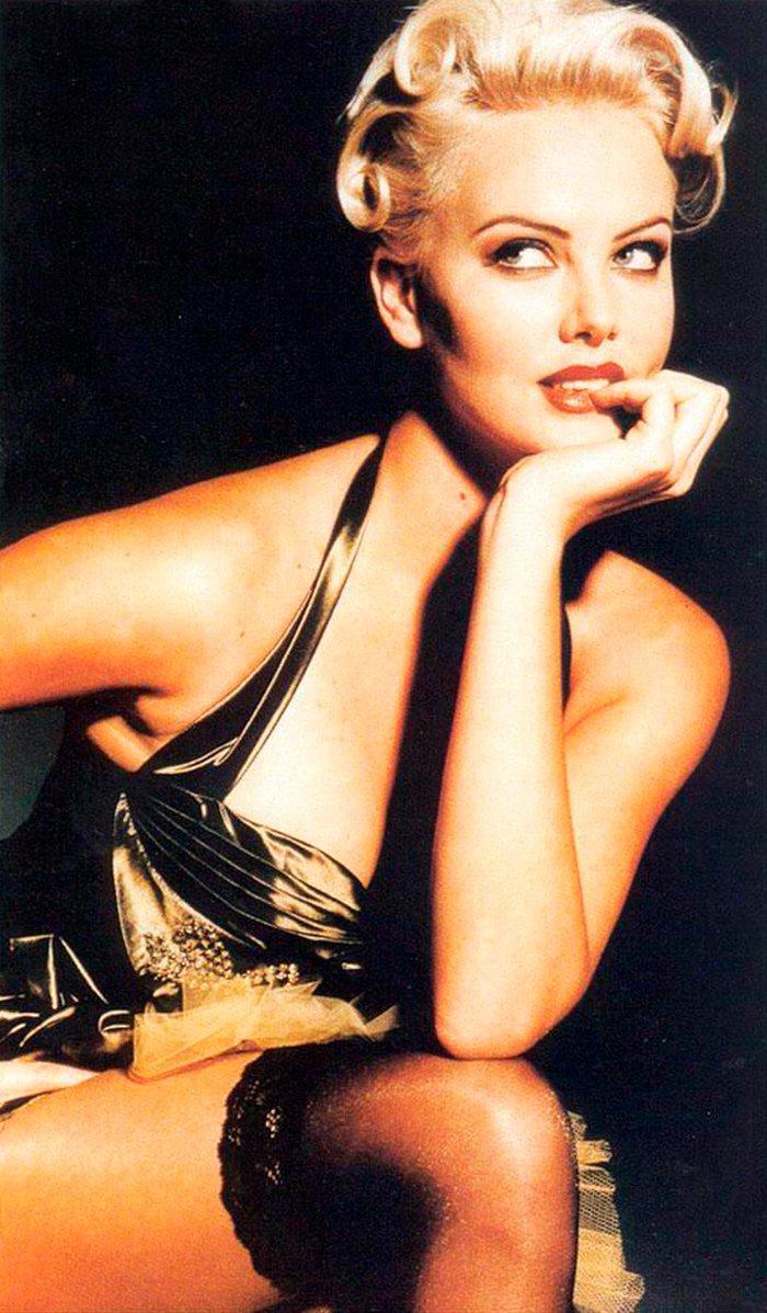 Charlize Theron posado moda lencería revista 9