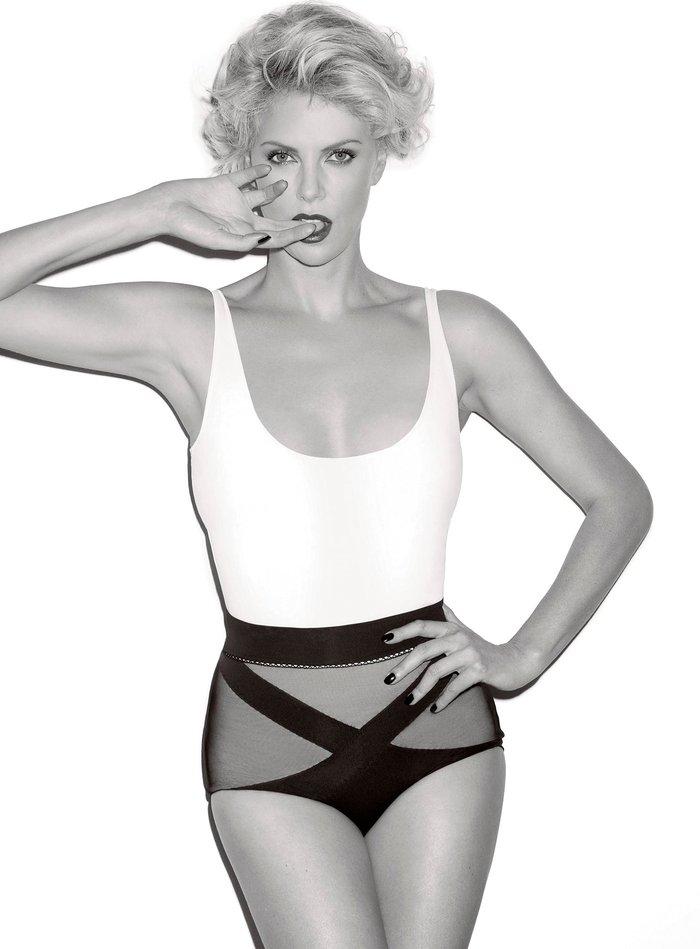 Charlize Theron posado moda lencería revista