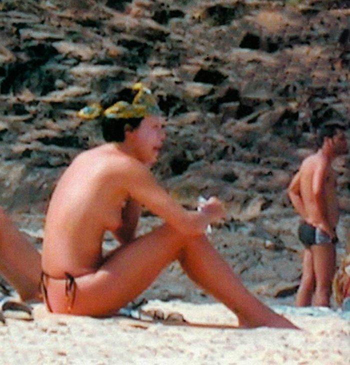 Charlize Theron robado tetas playa pillada