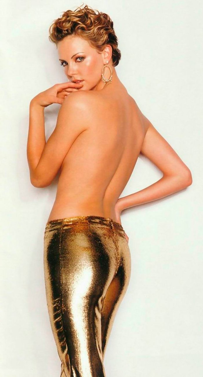 Charlize Theron topless fotógrafo famoso