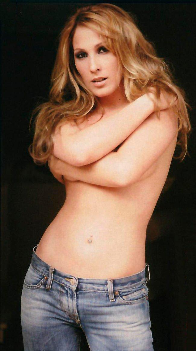 Malú desnuda en topless