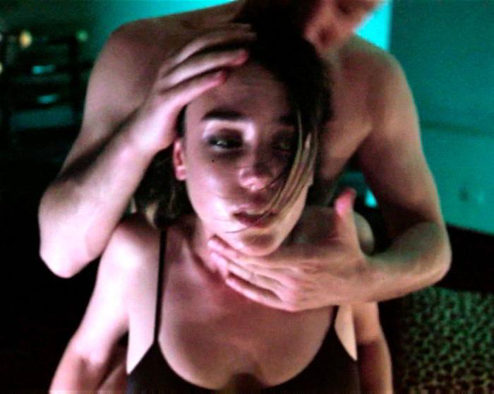 Jennifer Connelly follando en Shelter