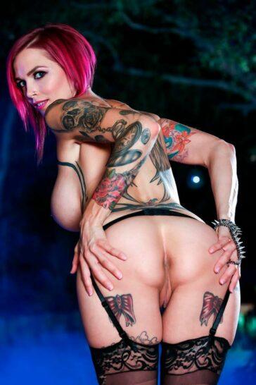 Anna Bell Peaks retira porno
