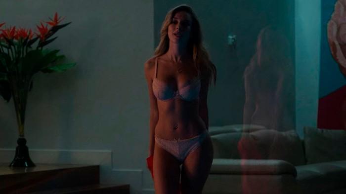 Ester Expósito semidesnuda serie Elite