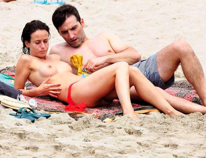 Marta Etura desnuda en la playa