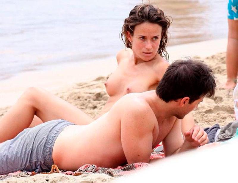 Marta Etura Topless Pillada Playa 3