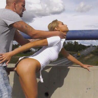 Veronica Leal follando autopista