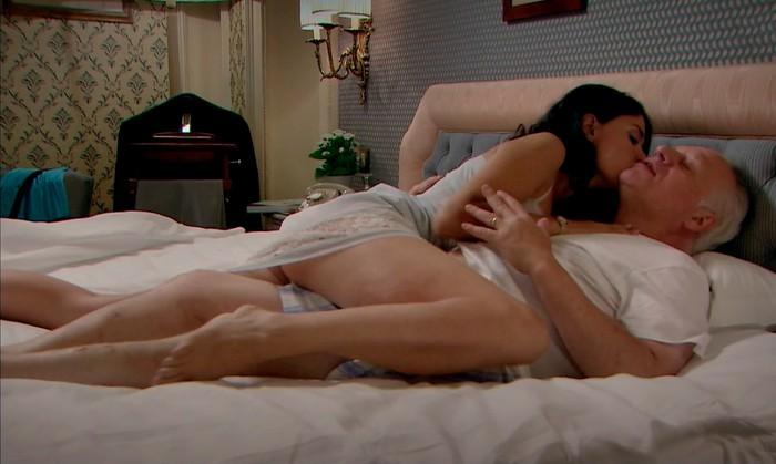 Ana Arias en la cama