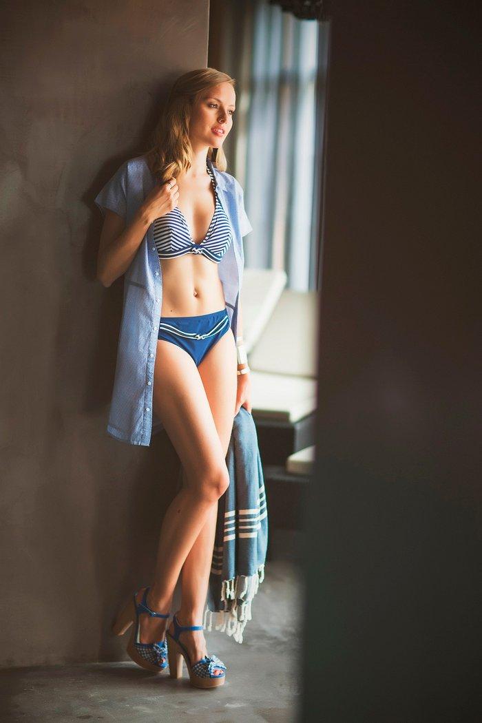Esmeralda Moya con ropa interior