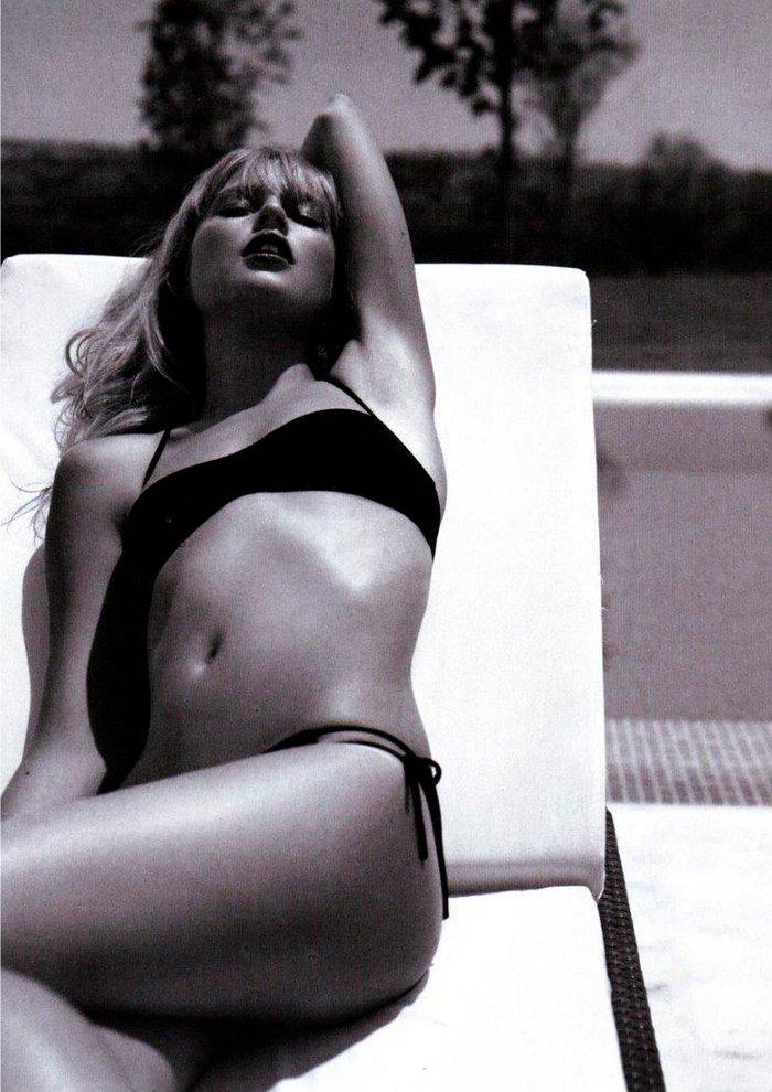 Esmeralda Moya Posado Artístico Bikini