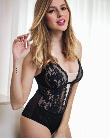 Esmeralda Moya Posado Erótico Lencería Negra 3