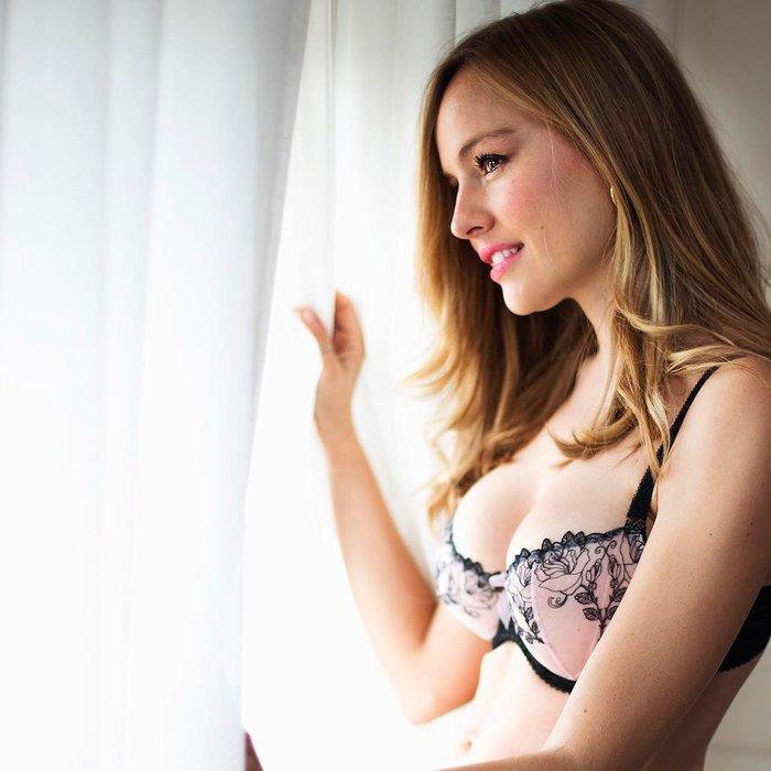 Esmeralda Moya Posado Sexy Ropa Interior 5