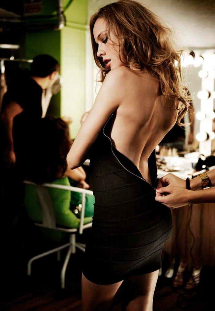 Esmeralda Moya Sugerente Desabrochándose Vestido Espalda