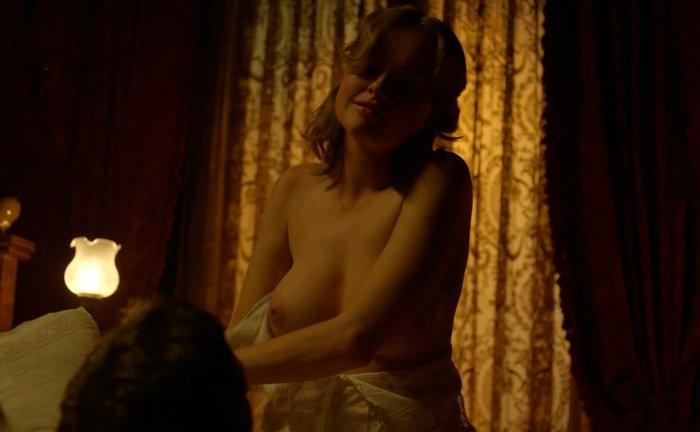 Esmeralda Moya Topless Serie Victor Ros