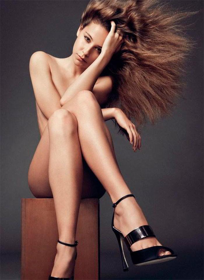 Irene Escolar posando desnuda