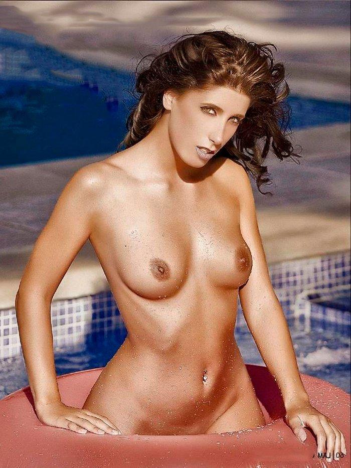 Judit Benavente desnuda en portada