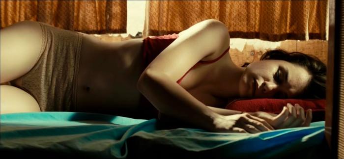Nadia de Santiago desnuda en Las chicas del Cable