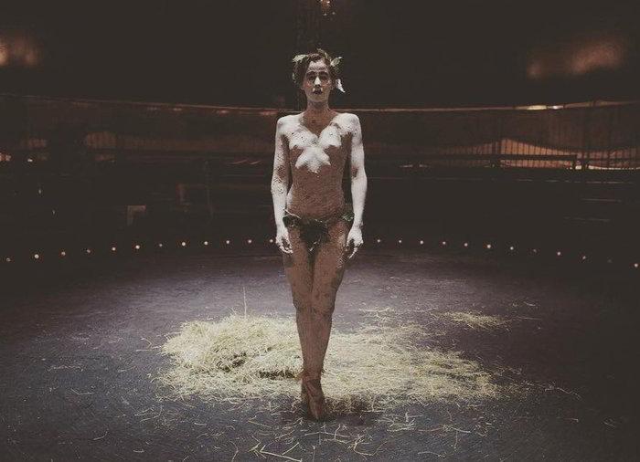 Topless de Irene Escolar