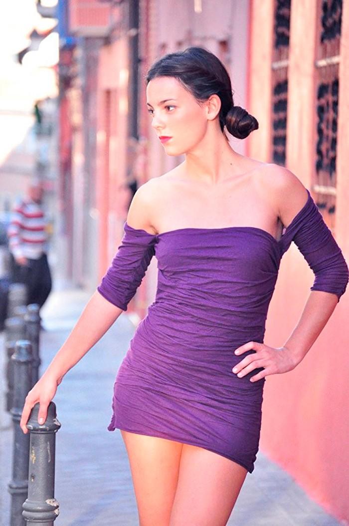 Vicky Luengo posado vestido erótico