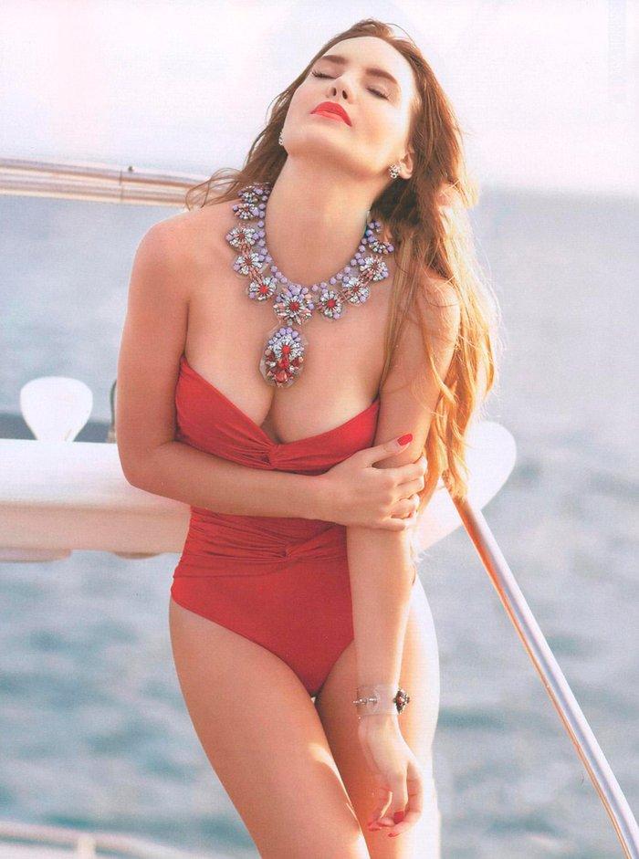 Belinda Peregrín escote pechos
