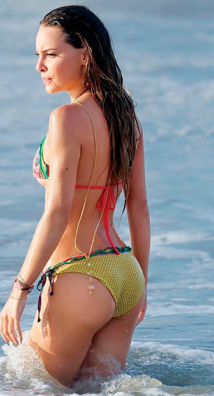 Belinda Peregrín topless