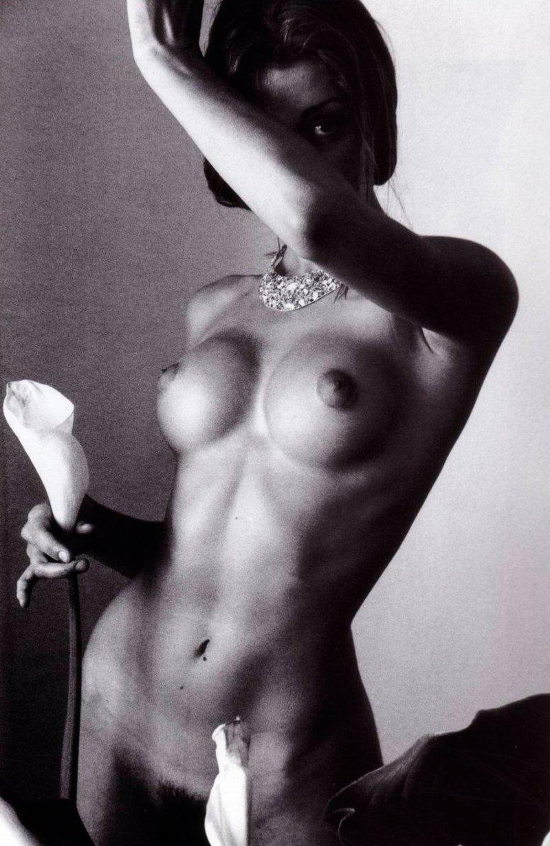 Olivia Molina completamente desnuda