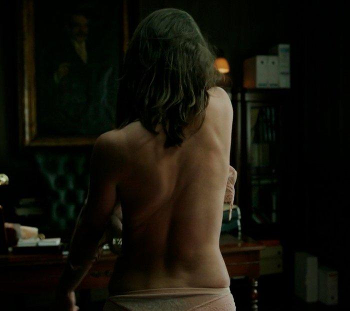 Clara Alvarado sin ropa espalda