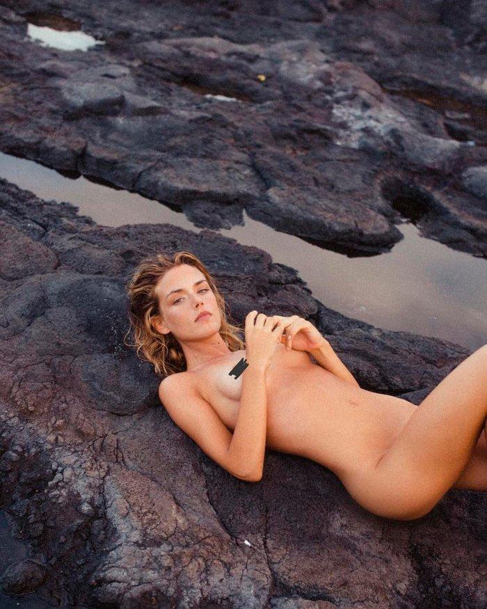 Patricia Valley completamente desnuda