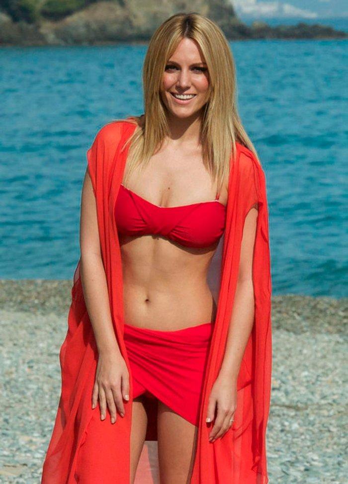 Edurne traje rojo sexy