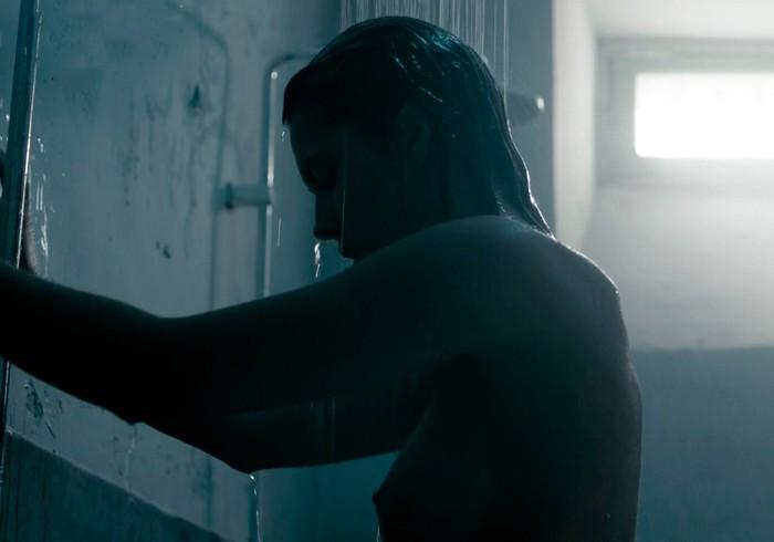 Michelle Calvó desnuda en ducha