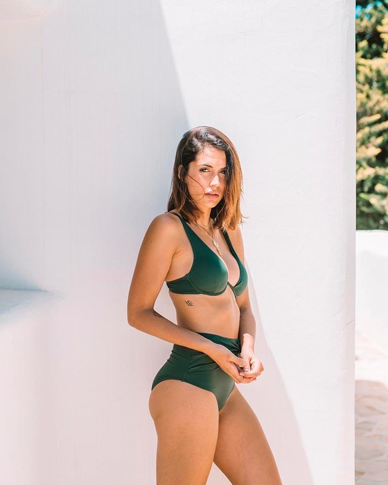 Michelle Calvó Sexy Traje Baño Posado 3