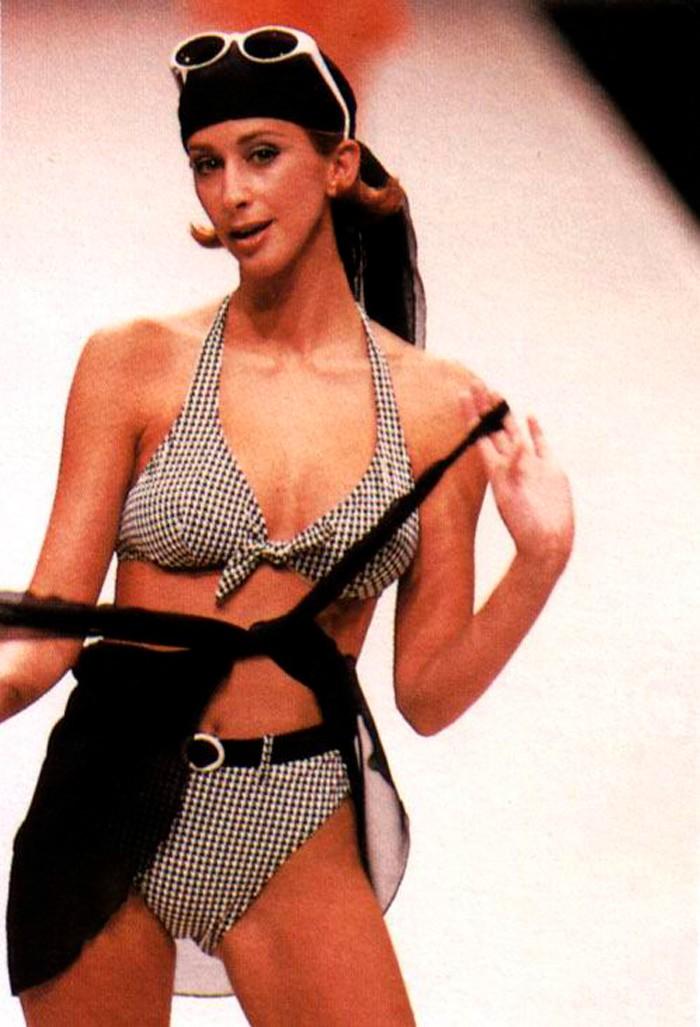 Carmen Janeiro desfilando ropa baño
