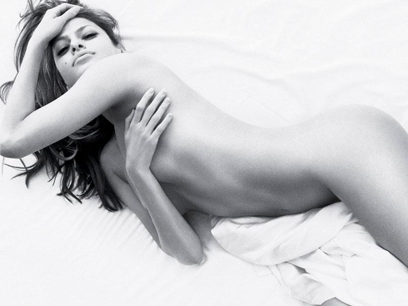 Eva Mendes Desnuda Posado Erótico
