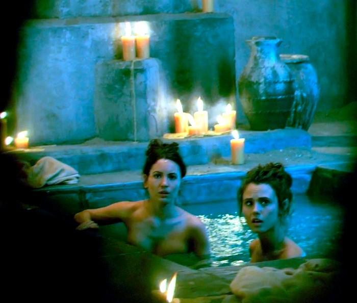 Ivana Baquero topless película