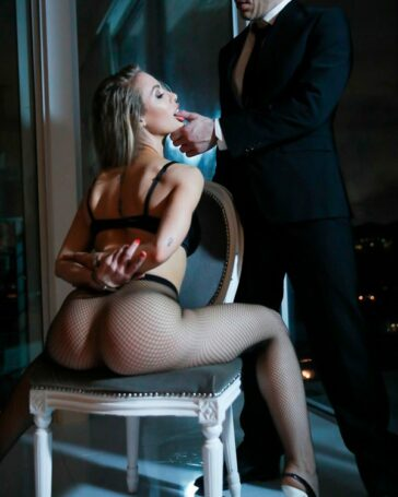 Nicole Aniston estrena Deeper