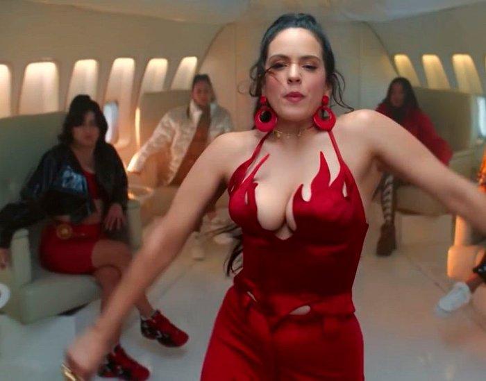 Rosalía escote videoclip musical