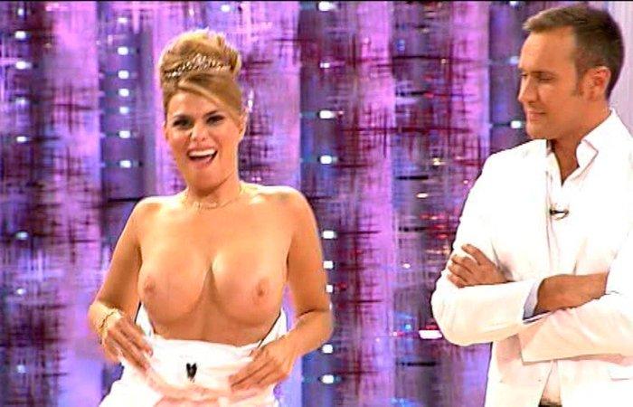 Maria Lapiedra topless en programa Tv