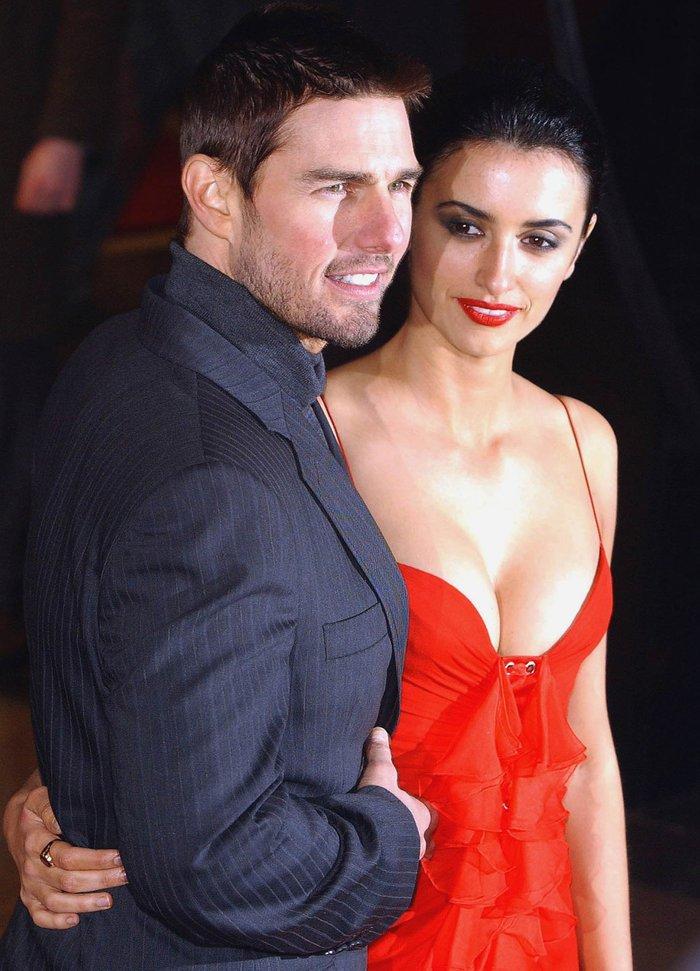 Penélope Cruz Pareja Tom Cruise Vestido Sexy Rojo