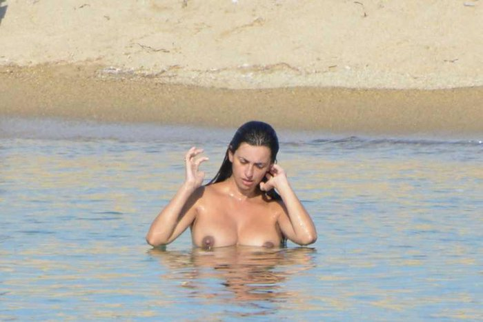 Penélope Cruz Topless Playa Pillada Paparazzi