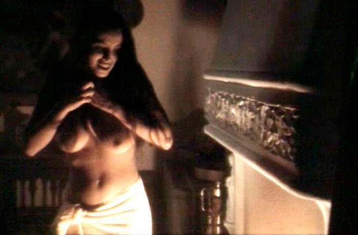 Ana Álvarez topless en película